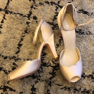 Chelsea Crew satin ivory pumps - Size 9 (40)